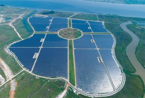 [매일경제_보도기사]솔라시도 태양광발전소, 축구장 190개 면적에 태양광…녹지·공원 볼거리도 가득
